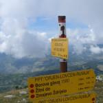 Указатель маршрутов на горе Субра