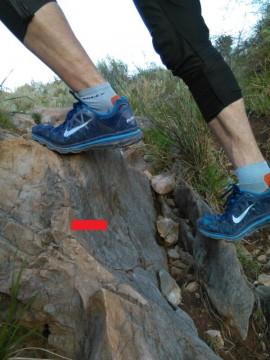 Постановка ноги, требующая дополнительного расхода энергии, прокачивающая икроножную мыщцу