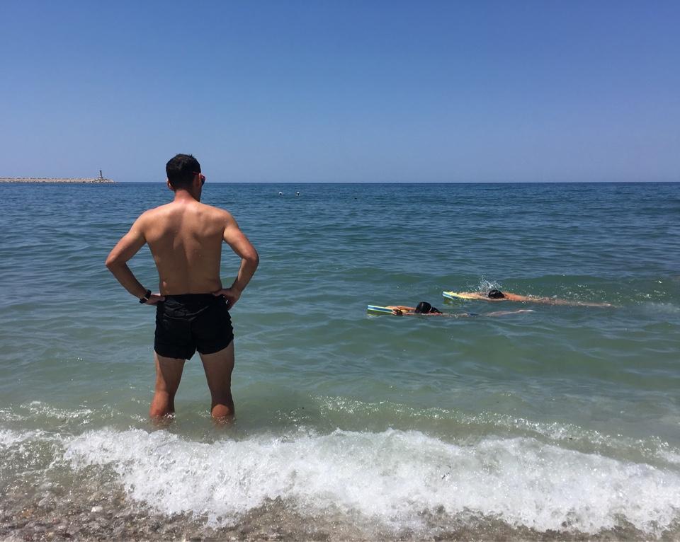 Весь июль учимся плаванию в море